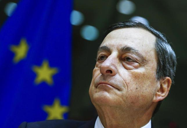 3月8日、欧州中央銀行(ECB)がユーロ圏に「衝撃と畏怖」を与えるには、1カ月ばかり遅い。写真はドラギECB総裁。ブリュッセルで2月撮影(2016年 ロイター/Yves Herman)