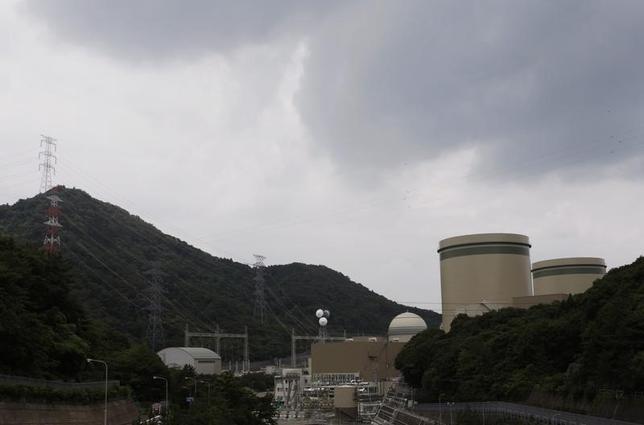 3月9日、NHKなど国内メディアによると、大津地裁は高浜原発3、4号機(福井県)の運転を認めない仮処分決定を下した。司法判断で稼働中の原発の停止を命じる仮処分を決定したのは初めて。写真は福井県で2011年7月撮影(2016年 ロイター/Issei Kato)