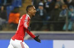 Anderson Talisca, do Benfica, comemora gol marcado contra o Zenit São Petersburgo pela Liga dos Campeões. 09/03/2016 REUTERS/Maxim Zmeyev