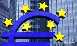Символ валюты евро у штаб-квартиры ЕЦБ во Франкфурте-на-Майне 19 января 2016 года. Европейский центробанк снизил ключевую ставку по операциям рефинансирования до 0,00 процента с 0,05 процента и расширил программу скупки активов до 80 миллиардов евро с 60 миллиардов в попытке подстегнуть инфляцию и рост экономики. REUTERS/Kai Pfaffenbach