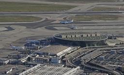 Terminal 2 de l'aéroport de Nice Côte D'azur. L'Etat a lancé formellement jeudi le processus de privatisation partielle des aéroports de Nice et Lyon en publiant les cahiers des charges de ces deux opérations sur le site de l'Agence des participations de l'Etat.. /Photo prise le 1er mars 2016/REUTERS/Eric Gaillard