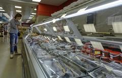 Магазин во Владивостоке. 7 сентября 2014 года. Инфляция в России с 1 по 9 марта 2016 года ускорилась до 0,2 процента с 0,1 процента за предыдущую неделю, сообщил Росстат. REUTERS/Yuri Maltsev
