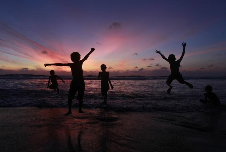 File photo of children playing at the Mount Lavinia beach in Colombo October 2 , 2011. REUTERS/Dinuka Liyanawatte