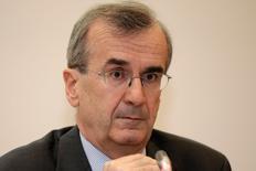 François Villeroy de Galhau, gouverneur de la Banque de France. La banque centrale a dégagé un bénéfice net de 2,23 milliards d'euros en 2015, en hausse de 8% par rapport à 2014, et le produit net des activités s'est établi à 6,9 milliards d'euros, en léger retrait par rapport à celui réalisé un an plus tôt à 7,01 milliards. /Photo d'archives/REUTERS/Philippe Wojazer