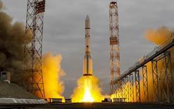 El cohete Proton-M, que lleva la sonda de ExoMars 2016 hacia Marte, despegando en el cosmódromo de Baikonur, en Kazajistán, 14 de marzo de 2016. Europa y Rusia lanzaron el lunes una nave en una misión conjunta para buscar señales de vida en Marte y llevar a los humanos un paso más cerca de viajar al planeta rojo. REUTERS/Shamil Zhumatov