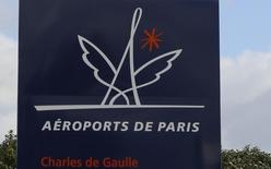Le trafic d'Aéroports de Paris a progressé de 3,6% en février avec 6,6 millions de passagers accueillis, dont 4,5 millions à Paris-Charles de Gaulle (+2,7%) et 2,1 millions à Paris-Orly (+5,4%). /Photo prise le 15 février 2016/REUTERS/Jacky Naegelen