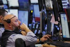 Wall Street a terminé pratiquement inchangée lundi, à la veille de la réunion de politique monétaire de la Réserve fédérale. Le Dow Jones a gagné 0,09% à 17.228,79. /Photo prise le 14 mars 2016/REUTERS/Lucas Jackson