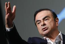 """Carlos Ghosn, le PDG de Renault-Nissan, a estimé mercredi que le marché automobile en Europe et aux Etats-Unis serait meilleur cette année que ce que le groupe prévoyait initialement. """"Je pense que le marché sera plus vigoureux que ce qui était prévu, tant en Europe qu'aux Etats-Unis"""", a-t-il dit. /Photo prise le 16 février 2016/REUTERS/Eric Gaillard"""