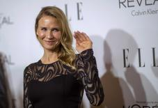 Actress Renee Zellweger waves at the 21st annual ELLE Women in Hollywood Awards in Los Angeles, California October 20, 2014.  REUTERS/Mario Anzuoni
