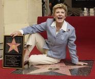 Atriz Patty Duke na Calçada da Fama na Califórnia.  17/8/2004.  REUTERS/Jim Ruymen  JR/GN