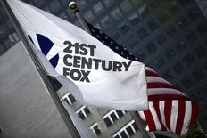Twenty-First Century Fox est intéressé par une participation minoritaire dans Paramount Pictures, propriété de Viacom, rapporte mercredi le New York Post. Viacom boude pour l'instant l'intérêt montré par son rival pour son studio de cinéma, ajoute le quotidien. /Photo prise le 11 juin 2015/REUTERS/Eduardo Munoz