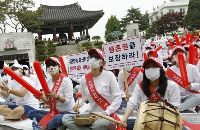Prostitutes attend a protest against the police's crackdown on brothels in Chuncheon, about 100 km (62 miles) northeast of Seoul May 31, 2011.  REUTERS/Lee Jae-Won/Files