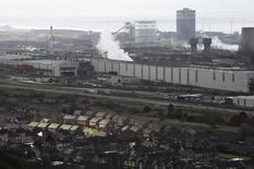 En la imagen, una vista general de la fábrica de Tata en Port Talbot, Gales, el 30 de marzo de 2016. El plan de Tata Steel de vender su negocio británico de fabricación de acero ha elevado las expectativas de una consolidación largamente esperada en el sector siderúrgico europeo, aquejado desde hace años de un exceso de capacidad. REUTERS/Rebecca Naden