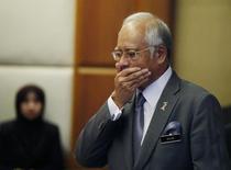 Премьер-министр Малайзии Наджиб Разак в своем офисе в Путраджае 8 июля 2015 года. Минюст США попросил Deutsche Bank AG и JPMorgan Chase & Co поделиться деталями операций с малайзийским госфондом 1MDB - объектом расследования коррупции, причастность к которой отрицает премьер Малайзии. REUTERS/Olivia Harris