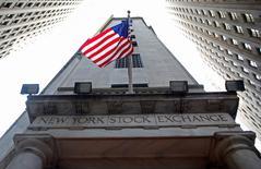La période agitée qu'ont vécue les marchés actions américains en début d'année semble révolue mais 2016 ne devrait se solder que par une hausse limitée, selon les professionnels interrogés par Reuters.  /Photo d'archives/REUTERS/Chip East