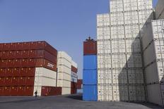 Les exportations chinoises ont bondi en mars de 11,5% sur un an, la première hausse depuis juin 2015 et la plus importante depuis février 2015. Les économistes anticipaient un léger gain de 2,5%. /Photo prise le 17 février 2016/REUTERS/Aly Song