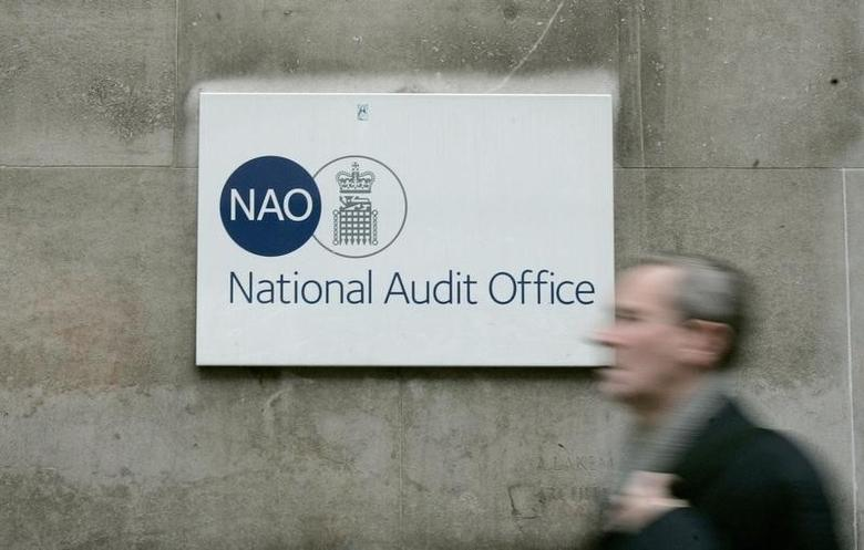 A pedestrian walks past Britain's National Audit Office, London October 25, 2007.       REUTERS/Alessia Pierdomenico