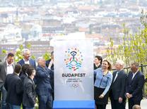 Hungarian officials unveil the logo of the official candidacy of the capital Budapest for the 2024 Olympic Games, in Budapest, Hungary April 14, 2016.REUTERS/Laszlo Balogh