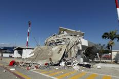 A collapsed control tower is seen a day after an earthquake struck off Ecuador's Pacific coast, in Manta April 17, 2016. REUTERS/Guillermo Granja