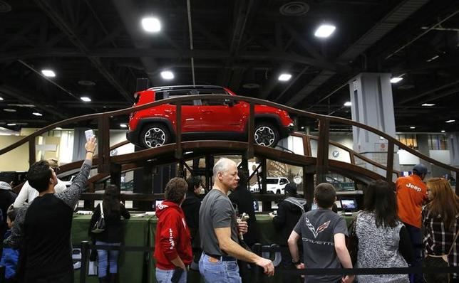 People line up to ride various Jeep vehicles on an off road course at the Washington Auto Show in Washington January 29, 2016. The 2016 Jeep Renegade Trailhawk is at top.  REUTERS/Gary Cameron
