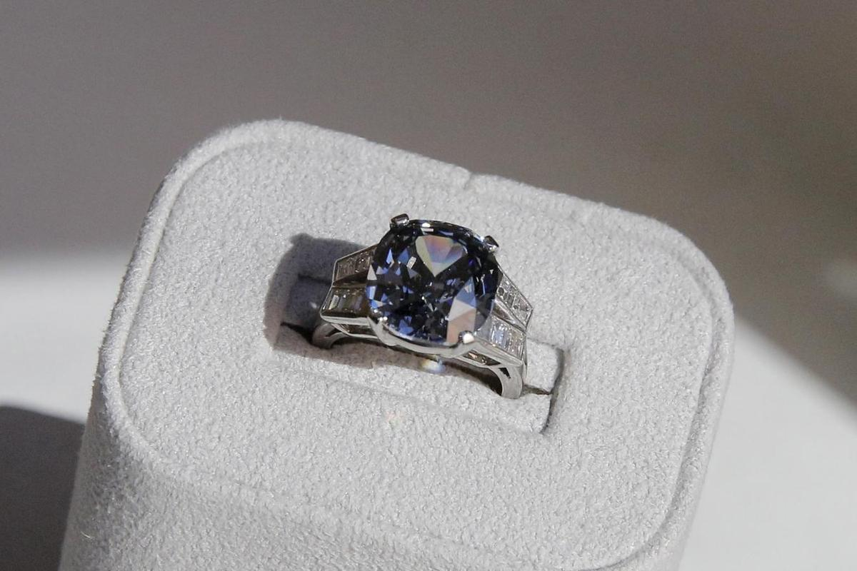 Shirley Temple S Rare Blue Diamond Ring Fails To Sell At Auction Reuters