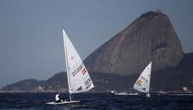 Barcos em prova de vela durante evento-teste dos Jogos Rio 2016 na Baía de Guanabara. 15/08/2015 REUTERS/Ricardo Moraes