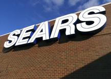 A sign for the Sears department store is seen at Fair Oaks Mall in Fairfax, Virginia, January 7, 2010.   REUTERS/Larry Downing