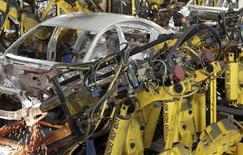 Usine General Motors de Lordstown, dans l'Ohio. Le constructeur automobile a annoncé que quatre de ses usines nord-américaines, fabricant principalement des voitures, fermeraient pour deux semaines à partir du 25 avril en raison d'une pénurie de pièces liée au récent tremblement de terre survenu au Japon. /Photo d'archives/REUTERS/Aaron Josefczyk