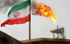 La République islamique d'Iran augmentera sa production de brut jusqu'à retrouver la part de marché qui était la sienne avant d'être visée par des sanctions internationales, déclare samedi le ministre iranien du Pétrole cité par l'agence de presse Shana. /Photo d'archives/REUTERS/Raheb Homavandi