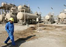 """Selon le représentant de l'Indonésie auprès de l'Organisation des pays exportateurs de pétrole, le prix du pétrole actuellement autour de 45 dollars le baril n'est """"pas mal"""" et rend moins urgent un accord pour geler la production. /Photo d'archives/REUTERS/Mohammed Ameen"""