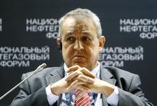 """El ministro del Petróleo de Venezuela, Eulogio del Pino, durante una conferencia de energía en Moscú, Rusia. 20 de abril de 2016. Venezuela propuso """"formalmente"""" que los productores de crudo fuera de la OPEP participen en la reunión del grupo en junio, para continuar en Viena el """"diálogo y coordinación"""" sobre el mercado, según una carta enviada por el ministro de Petróleo del país sudamericano a su par en Qatar. REUTERS/Sergei Karpukhin"""