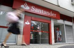 Le bénéfice net de Banco Santander a baissé de 4,9%, à 1,63 milliard d'euros, au premier trimestre en raison de la récession au Brésil, son deuxième marché. /Photo d'archives/REUTERS/Sergio Moraes