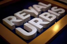La inmobiliaria Reyal Urbis <REYU.MC> anunció el miércoles unos resultados en el primer trimestre que mostraron la casi paralización de la actividad del grupo, en concurso de acreedores. Imagen de archivo del logo de Reyal Urbis tomada en Málaga el 19 de febrero de 2013.  REUTERS/Jon Nazca