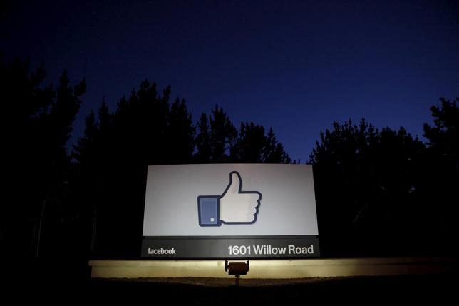 The sun rises behind the entrance sign to Facebook headquarters in Menlo Park before the company's IPO launch, May 18, 2012.  REUTERS/Beck Diefenbach/File Photo
