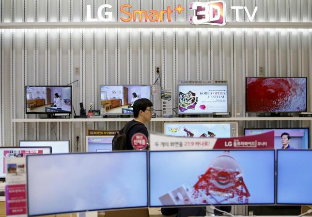 A man looks at LG Electronics' TV sets, which are made with LG Display flat screens, at its store in Seoul, South Korea, April 26, 2016.   REUTERS/Kim Hong-Ji