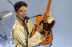 U.S. musician Prince performs for the first time in Britain since 2007 at the Hop Farm Festival near Paddock Wood, southern England July 3, 2011.  REUTERS/Olivia Harris