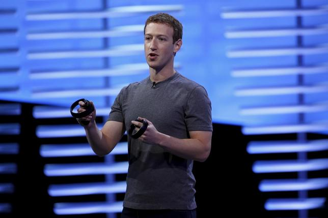 Facebook CEO Mark Zuckerberg holds a pair of the touch controllers for the Oculus Rift virtual reality headsets on stage during the Facebook F8 conference in San Francisco, California April 12, 2016. REUTERS/Stephen Lam