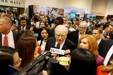 Warren Buffett tours the exhibit hall during the Berkshire Hathaway Annual Shareholders Meeting at the CenturyLink Center in Omaha, Nebraska, U.S. April 30, 2016. REUTERS/Ryan Henriksen