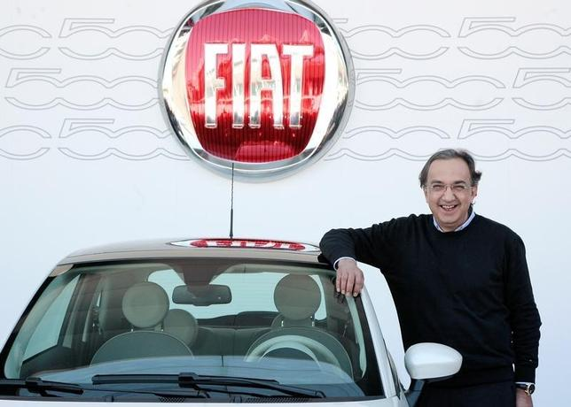 Fiat Chrysler CEO Sergio Marchionne poses for photographers next to the new Cinquecento Fiat car during a photocall in Turin July 5, 2007. REUTERS/Alessandro Garofalo/File Photo