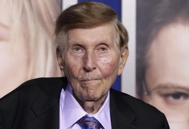 Sumner Redstone, executive chairman of CBS Corp. and Viacom, arrives at the premiere of ''The Guilt Trip'' starring Barbra Streisand and Seth Rogen in Los Angeles December 11, 2012.  REUTERS/Fred Prouser