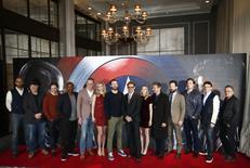 """Los protagonistas y los miembros del elenco de la película posan para fotógrafos en un evento de medios antes del debut de """"Captain America: Civil War"""", en Londres, Gran Bretaña, 25 de abril de 2016. REUTERS/Peter Nicholls"""