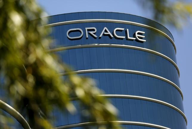 The Oracle logo is seen on its campus in Redwood City, California June 15, 2015.  REUTERS/Robert Galbraith - RTX1GN5V