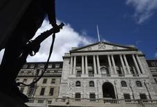 Le sterling pourrait chuter et le chômage augmenterait probablement si la Grande-Bretagne quittait l'Union européenne, estime la Banque d'Angleterre (BoE). /Photo prise le 29 mars 2016/REUTERS/Toby Melville