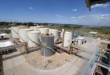 La organización que agrupa a los principales productores de biodiésel de Argentina dijo el jueves que España suspendió una serie de medidas administrativas que impedían el ingreso de importaciones del biocombustible del país, uno de los principales proveedores mundiales del producto. En la imagen, una vista general de la planta de biodiésel de Patagonia Bioenergía en San Lorenzo, el 26 de febrero de  2010. .REUTERS/Enrique Marcarian