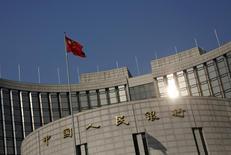 Siège de la Banque populaire de Chine. La banque centrale chinoise vérifie l'exactitude des données des banques sur leurs créances douteuses, sur fond d'inquiétudes croissantes sur la solidité du système financier chinois. /Photo prise le 19 janvier 2016/REUTERS/Kim Kyung-Hoon