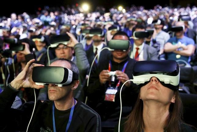 People wear Samsung Gear VR devices as they attend the launching ceremony of the new Samsung S7 and S7 edge smartphones during the Mobile World Congress in Barcelona, Spain, February 21, 2016. REUTERS/Albert Gea      TPX IMAGES OF THE DAY