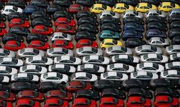 Le secteur de l'automobile est à surveiller à la Bourse de Paris, l'industrie automobile continuant d'être sous la pression des régulateurs, notamment en Asie, après que Suzuki a reconnu avoir recouru à des méthodes trompeuses de mesure de la consommation de ses véhicules. /Photo d'archives/REUTERS/Victor Fraile