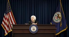 Janet Yellen, présidente de la Réserve fédérale. La Fed relèvera probablement ses taux d'intérêt en juin si les indicateurs macro-économiques vont dans le sens d'une accélération de la croissance aux Etats-Unis au deuxième trimestre, d'un redressement de l'inflation et d'un raffermissement du marché du travail. /Photo prise le 16 mars 2016/REUTERS/Kevin Lamarque