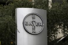 Logo da Bayer visto em prédio da companhia em Caracas.   01/03/2016