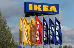 La division centres commerciaux d'IKEA, le géant de l'ameublement suédois, met en vente 23 parcs d'activité commerciale en Europe, espérant tirer parti d'un boom de l'immobilier commercial alimenté par le bas niveau des taux d'intérêt. /Photo prise le 26 avril 2016/REUTERS/Arnd Wiegmann